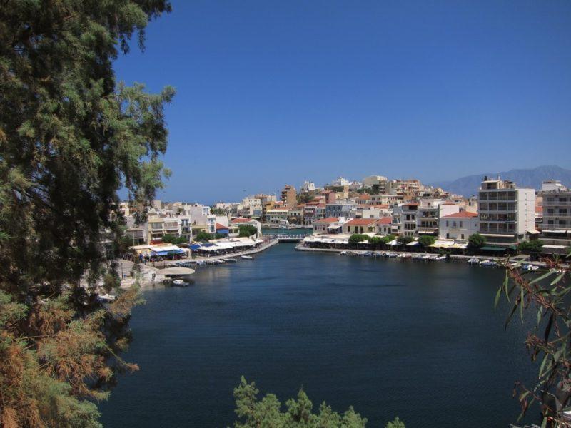 Agios Nikolaos iç gölet