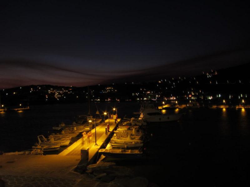Andrso adası Batsi gece görünüm