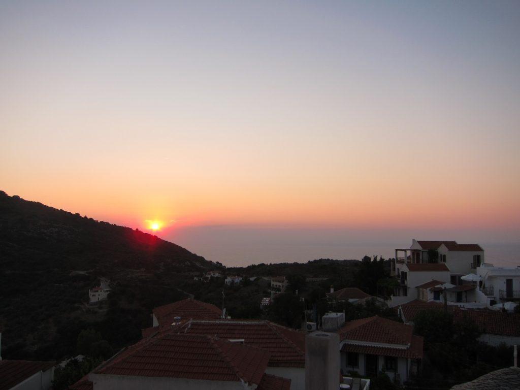 Alonissos Chora (Hora) , adadaki en büyüleyici gün batımı