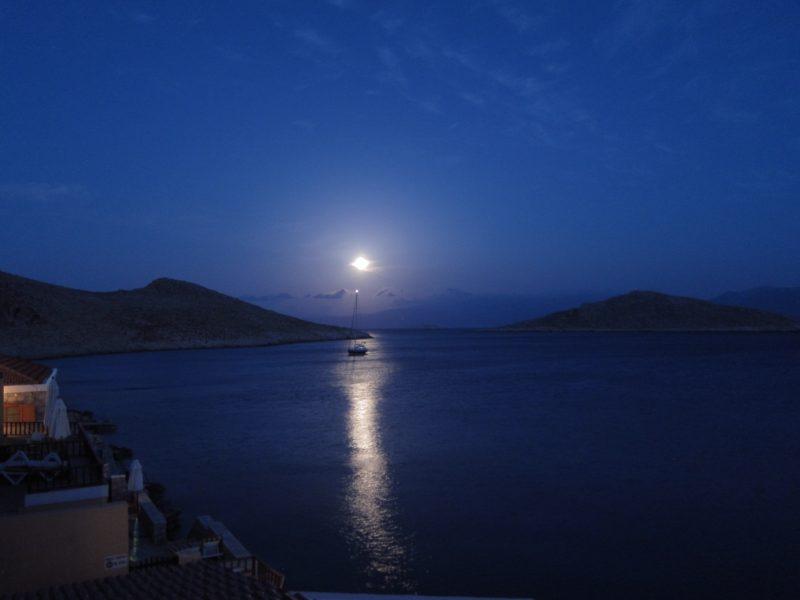 Halki adasi Emborio manzara balkon gece