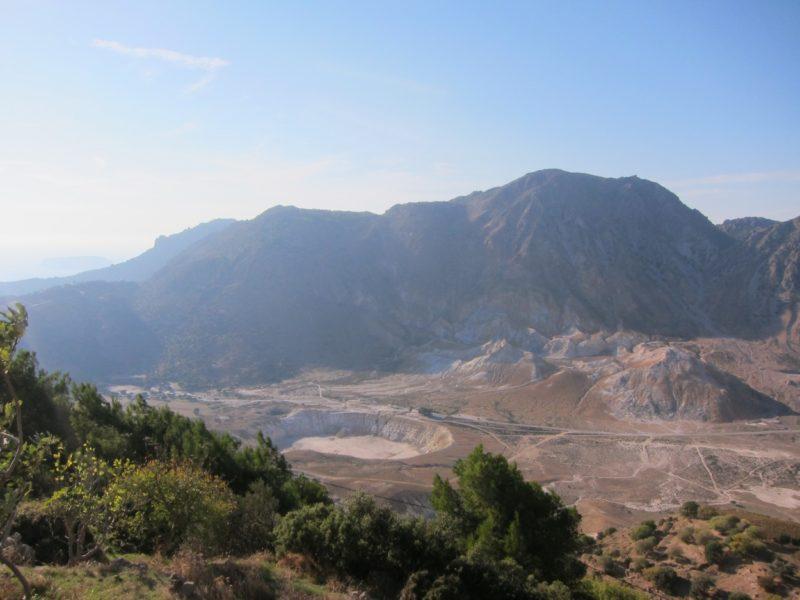 Volkan krater çukuru yakından