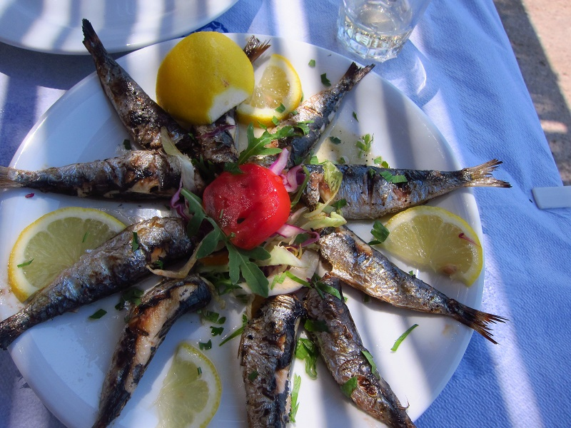 O Sergis Taverna Limenas Sakiz Adasi
