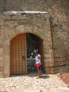 Navarin Kalesi giriş kapısı