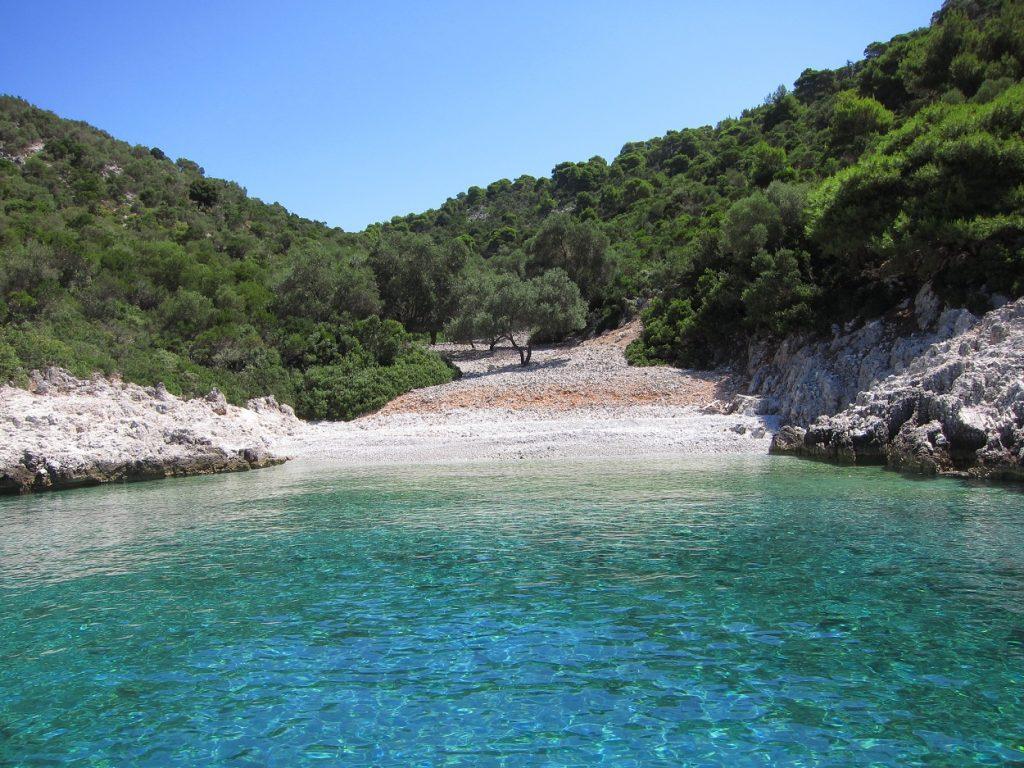 Peristera Adası'nda bir koy