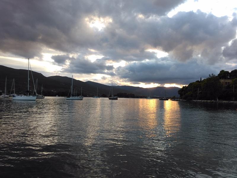 Poros adası white cat günbatımı