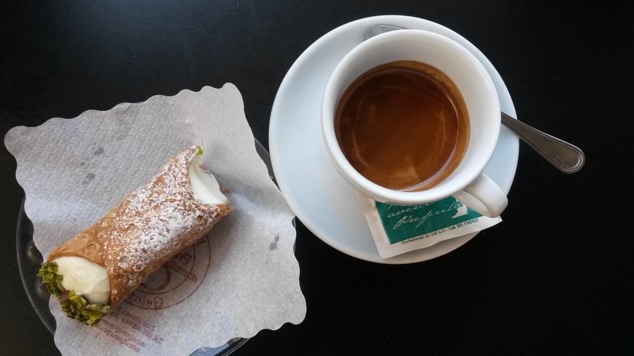 Sicilya 'ya özgü tatlı Cannoli