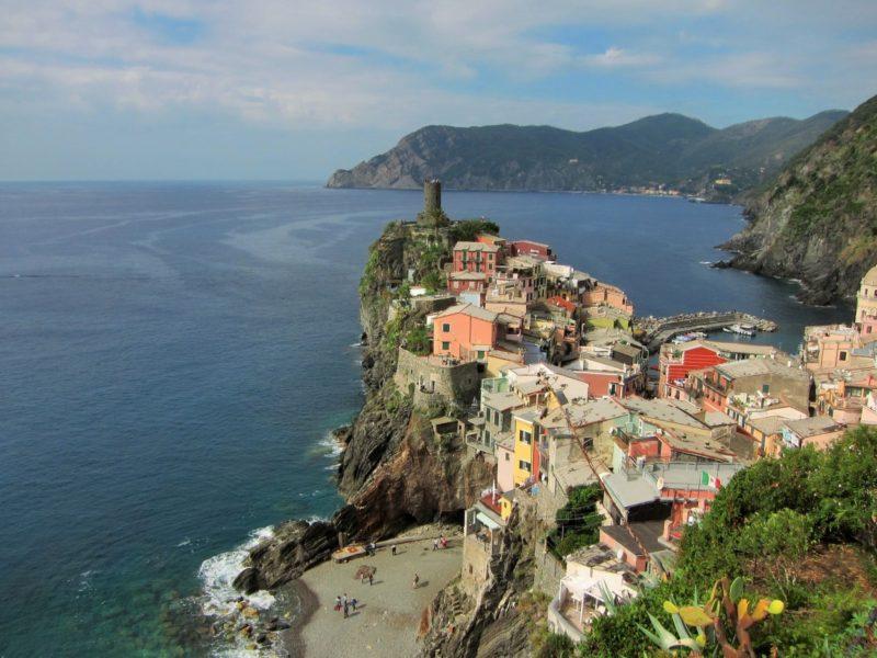 Vernazza Corniglia yürüyüş yolu üzerinden görüntü