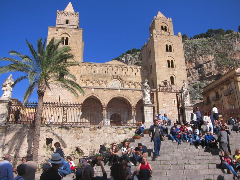 Cefalu katedrali