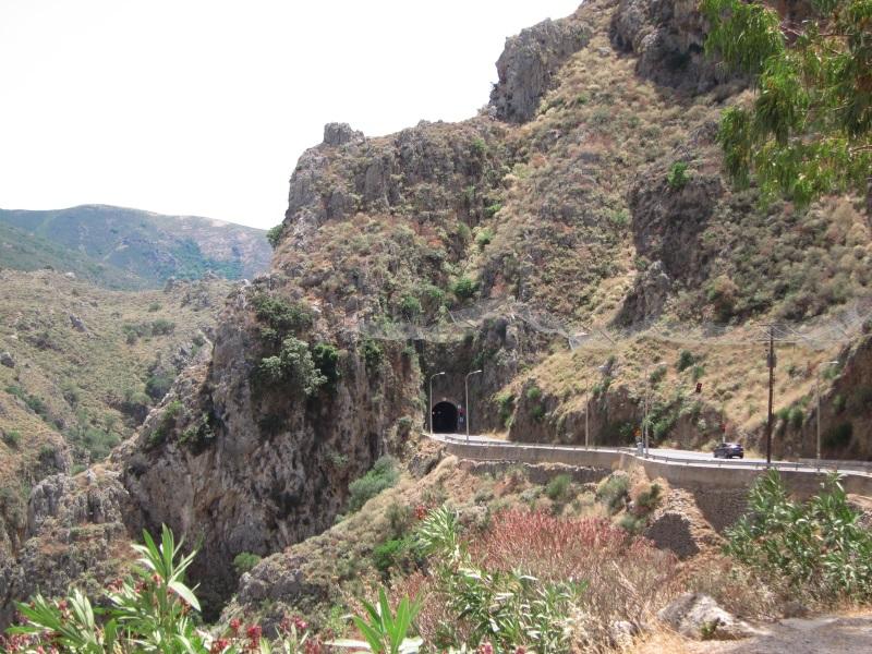 Girit adası Topolia boğazı