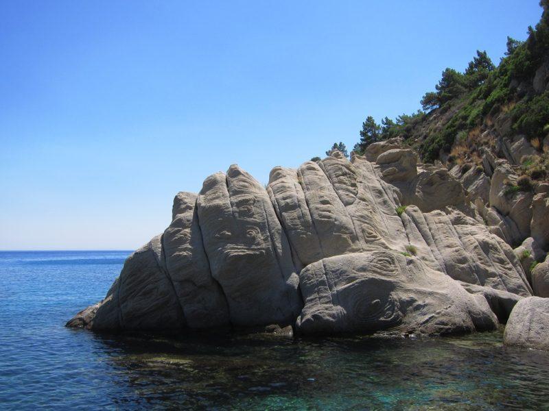 Magganitis doğal kayalıklar