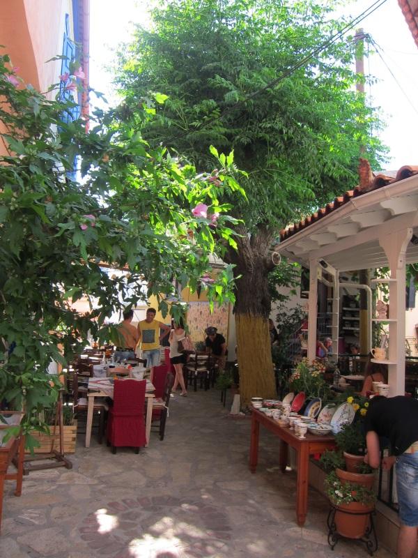Manolates köyü meydan, Samos