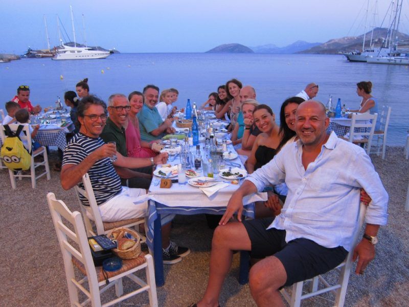 Leros Panteli'de akşam yemeği