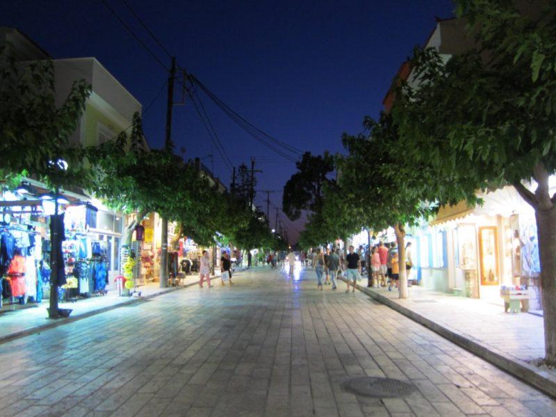 Pythagorion alışveriş caddesi gece