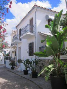 Poros adası evler