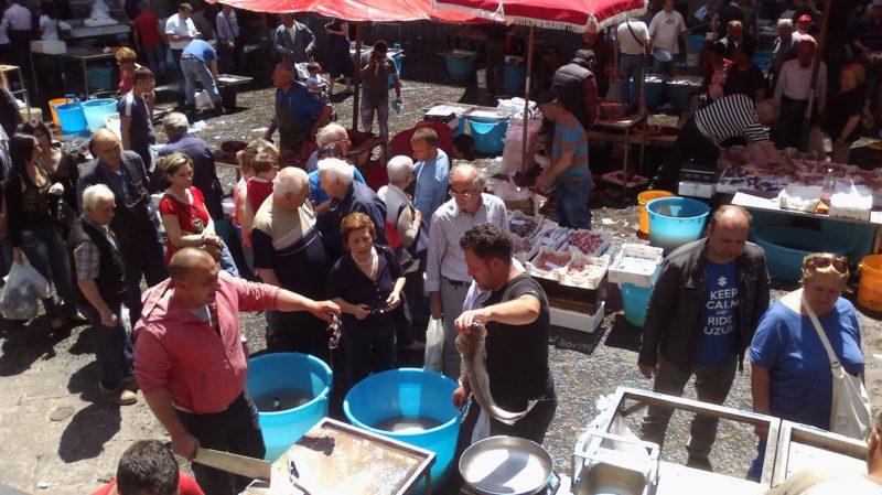 Sicilya Catania balık pazarı