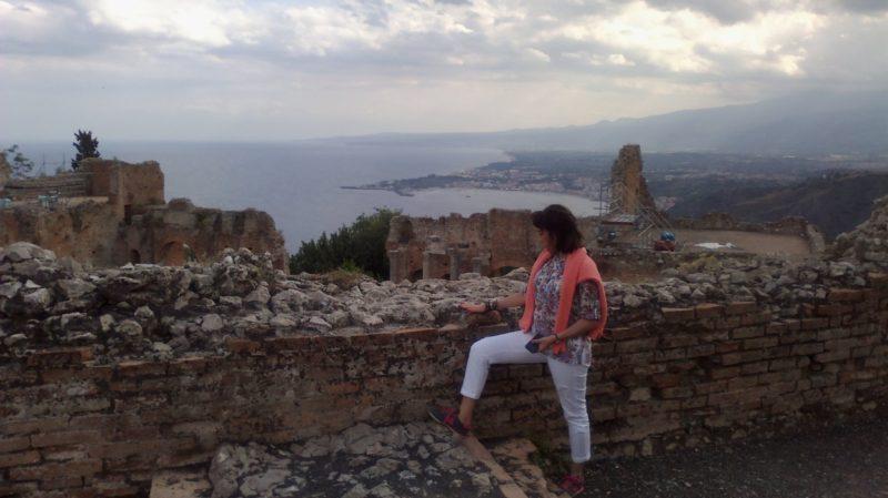 Taormina anfitiyatro Etna sağda...
